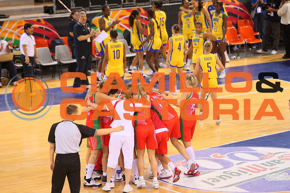 DESCRIZIONE : Madrid 2008 Fiba Olympic Qualifying Tournament For Women Quarter Finals Brazil Belarus <br /> GIOCATORE : Team Belarus Team Bielorussia <br /> SQUADRA : Belarus Bielorussia <br /> EVENTO : 2008 Fiba Olympic Qualifying Tournament For Women <br /> GARA : Brazil Belarus Brasile Bielorussia <br /> DATA : 13/06/2008 <br /> CATEGORIA : Esultanza <br /> SPORT : Pallacanestro <br /> AUTORE : Agenzia Ciamillo-Castoria/S.Silvestri <br /> Galleria : 2008 Fiba Olympic Qualifying Tournament For Women<br /> Fotonotizia : Madrid 2008 Fiba Olympic Qualifying Tournament For Women Quater Finals Brazil Belarus <br /> Predefinita :