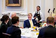 Staatsbezoek van Koning Willem Alexander en Koningin M&aacute;xima aan het Verenigd Koninkrijk<br /> <br /> Statevisit of King Willem Alexander and Queen Maxima to the United Kingdom<br /> <br /> Op de foto / On the photo: Ontbijt bij Lord Mayor of London in Mansion House met Koning Willem Alexander , Koningin Maxima met Charles Bowman<br /> <br /> Breakfast at Lord Mayor of London at Mansion House with King Willem Alexander, Queen Maxima with Charles Bowman