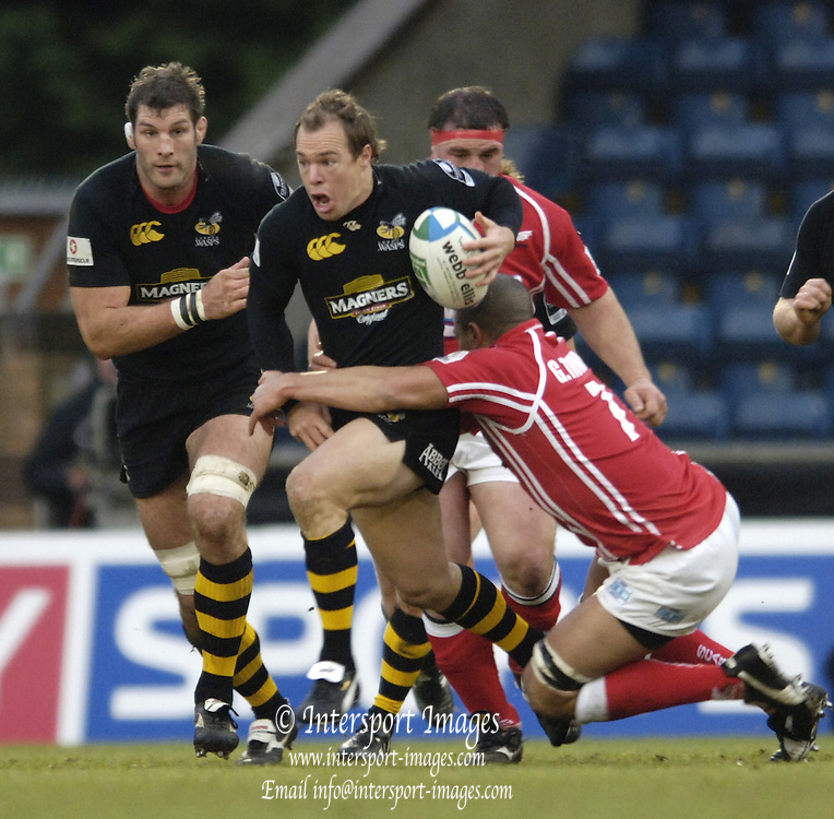 2005/06,4th round, Heineken Cup,  London Wasps vs Llanelli Scalets, Wasps Mark Van Gisbergan breaks from defence. at Causeway Stadium, Wycombe, ENGLAND   © Peter Spurrier/Intersport Images - email images@intersport-images..