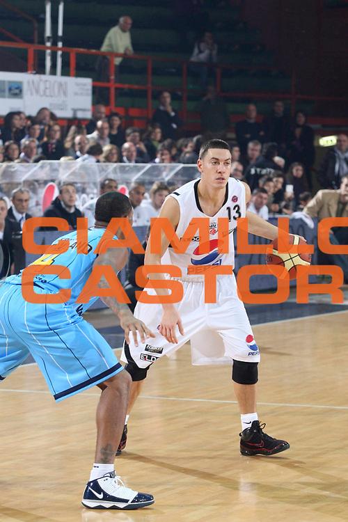 DESCRIZIONE : Caserta Lega A 2009-10 Pepsi Caserta Vanoli Cremona<br /> GIOCATORE : Fabio Di Bella<br /> SQUADRA : Pepsi Caserta<br /> EVENTO : Campionato Lega A 2009-2010 <br /> GARA : Pepsi Caserta Vanoli Cremona<br /> DATA : 22/11/2009<br /> CATEGORIA : palleggio<br /> SPORT : Pallacanestro <br /> AUTORE : Agenzia Ciamillo-Castoria/A.De Lise<br /> Galleria : Lega Basket A 2009-2010 <br /> Fotonotizia : Caserta Campionato Italiano Lega A 2009-2010 Pepsi Caserta Vanoli Cremona<br /> Predefinita :