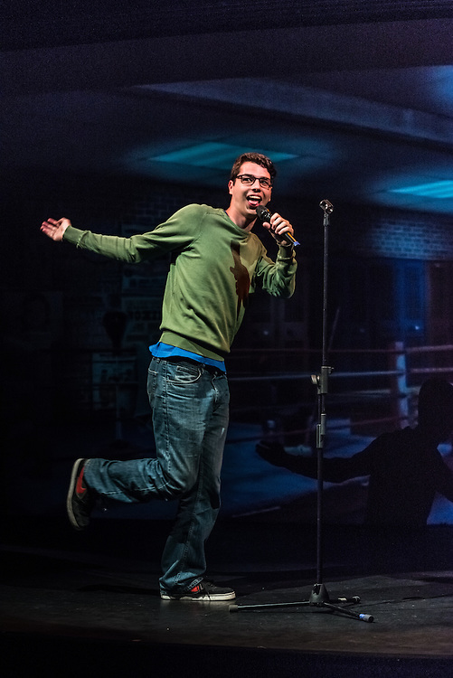 """CARACAS, VENEZUELA - MAY 9, 2015:  The stand-up comedian that performs under the name """"Nanutria"""" during his act in the """"Malas Ideas"""" show outside of Caracas, Venezuela. PHOTO: Meridith Kohut for Buzzfeed News"""