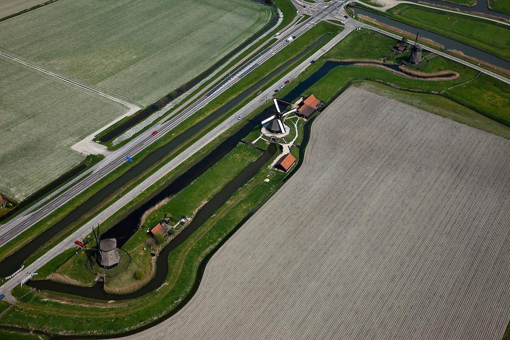 Nederland, Noord-Holland, Gemeente Schermer, 28-04-2010; molendriegang bij Schermerhorn, aan de Noordervaart. De middelste molen (met witte zeilen) is Ondermolen D heeft nog een molenschuur en huisvest het Museummolen..Three mill corridor near Schermerhorn, at the Noordervaart. In the middle Mill D, houses the Windmill Museum..luchtfoto (toeslag), aerial photo (additional fee required).foto/photo Siebe Swart