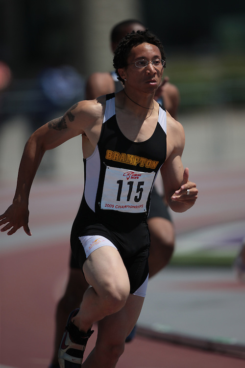 London, Ontario ---14/06/09---  Phillip Hayle of Brampton T.C. Inc. competes in the  2009 AO Ontario Junior Championships at TD Waterhouse stadium in London, Ontario, June 13, 2009..GEOFF ROBINS Mundo Sport Images