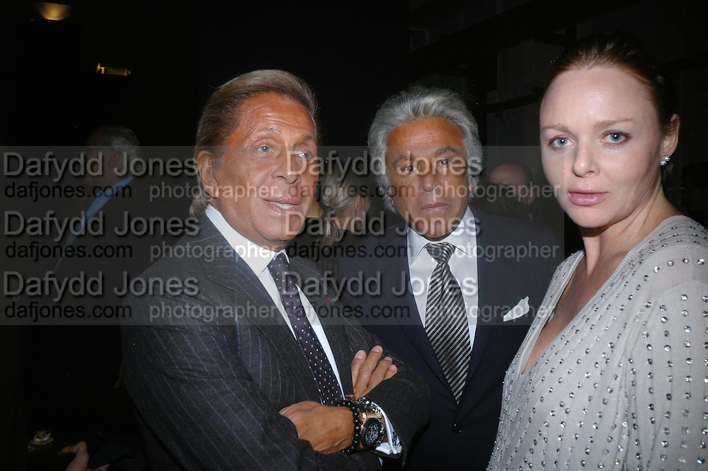 VALENTINO, GIANCARLO GIACOMETTI AND STELLA MCCARTNEY, Dinner given by Established and Sons to celebrate Elevating Design.  P3 Space. University of Westminster, 35 Marylebone Rd. London NW1. -DO NOT ARCHIVE-© Copyright Photograph by Dafydd Jones. 248 Clapham Rd. London SW9 0PZ. Tel 0207 820 0771. www.dafjones.com.