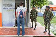 La Macarena, Meta, Colombia - 14.09.2016        <br /> <br /> Entrance to airport building in the Colombian village La Macarena. Soldiers watch and checking the just arrived passengers. The airport is one of two arrival airports of the 10th FARC-EP guerilla conference.<br /> <br /> Eingang zum Flughafengebaeude im kolumbianischen La Macarena. Soldaten beobachten und kontrollieren die Ankunft der gerade eingetroffenen Passagiere. Der Flughafen in La Macarena ist, einer von zwei Anreiseflugh&auml;fen der 10. FARC-EP Guerilla Konferenz.<br /> <br /> Photo: Bjoern Kietzmann