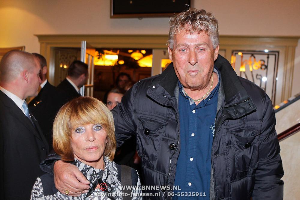 NLD/Volendam/20111117 - Huwelijksfeest nav huwelijk Jan Smit en Liza Plat, Jaap Buys en partner