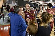 DESCRIZIONE : Campionato 2013/14 Acea Virtus Roma - Umana Reyer Venezia<br /> GIOCATORE : Andre Smith Luigi Brugnaro<br /> CATEGORIA : Presidente Esultanza<br /> SQUADRA : Umana Reyer Venezia<br /> EVENTO : LegaBasket Serie A Beko 2013/2014<br /> GARA : Acea Virtus Roma - Umana Reyer Venezia<br /> DATA : 05/01/2014<br /> SPORT : Pallacanestro <br /> AUTORE : Agenzia Ciamillo-Castoria / GiulioCiamillo<br /> Galleria : LegaBasket Serie A Beko 2013/2014<br /> Fotonotizia : Campionato 2013/14 Acea Virtus Roma - Umana Reyer Venezia<br /> Predefinita :