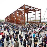 lunga coda per il Padiglione Brasile Expo 2015  Milano, 17/10/2015.