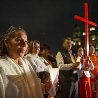 TOLUCA, Mexico.- Un grupo de ciudadanos de Toluca, simpatizantes del PAN, participan por calles de la ciudad en la 3er. marcha en contra de la violencia a la mujer. Agencia MVT / Mario Vazquez de la Torre.