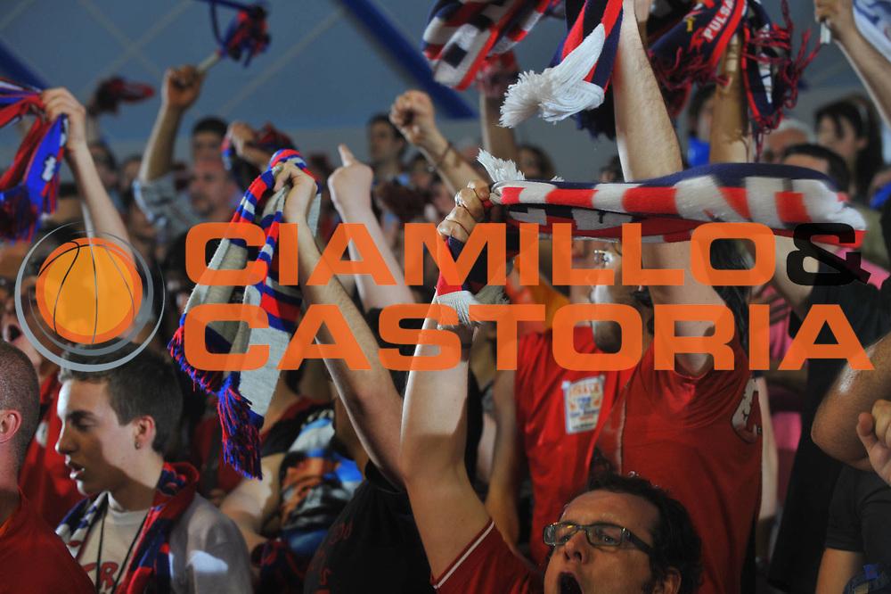 DESCRIZIONE : Venezia Lega A1 Femminile 2008-09 Play Off Finale Gara 4 Umana Reyer Venezia Cras Basket Taranto<br /> GIOCATORE : Tifosi Taranto sciarpe<br /> SQUADRA : Cras Basket Taranto<br /> EVENTO : Campionato Lega A1 Femminile 2008-2009<br /> GARA : Umana Reyer Venezia Cras Basket Taranto<br /> DATA : 10/05/2009<br /> CATEGORIA : Tifosi Supporter<br /> SPORT : Pallacanestro<br /> AUTORE : Agenzia Ciamillo-Castoria/M.Gregolin