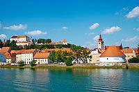 Slovenie, region de Basse-Styrie, Ptuj, ville sur les rives de la Drava (Drave) // Slovenia, Lower Styria Region, Ptuj, town on the Drava River banks