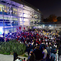 TOLUCA, Mexico.- Simpatizantes de distintos partidos politicos se ubican frente a las instalaciones del Instituto Electoral del Estado de México mientras se lleva a cabo el primer debate publico entre los candidatos a la gubernatura del Estado de México. Agencia MVT / Crisanta Espinosa.