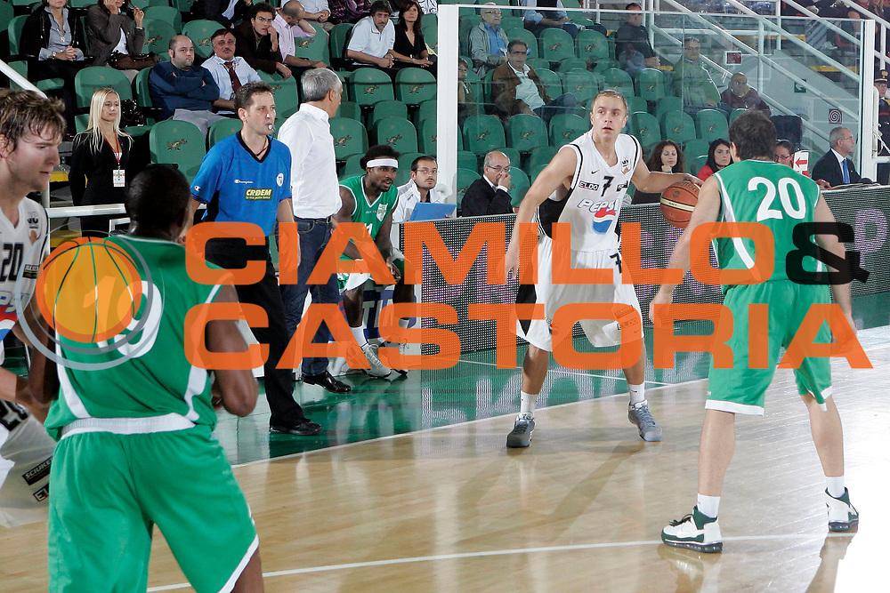 DESCRIZIONE : Avellino Lega A 2009-10 Trofeo Vito Lepore Finale 1 e 2 posto Air Avellino Pepsi Caserta<br /> GIOCATORE : Lukasz Koszarek<br /> SQUADRA : Pepsi Caserta<br /> EVENTO : Campionato Lega A 2009-2010 <br /> GARA : Air Avellino Pepsi Caserta<br /> DATA : 04/10/2009<br /> CATEGORIA : palleggio<br /> SPORT : Pallacanestro <br /> AUTORE : Agenzia Ciamillo-Castoria/A.De Lise