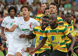 26.07.2015, Prien am Chiemsee, GER, Testspiel, FC Augsburg vs Norwich City, im Bild Achtung - der Eckball kommt ! (v.li.) Jeong-Ho Hong (FC Augsburg #20), Alex Tettey, Russell Martin, Youssef Mulumbu (Norwich City FC) // during the International Friendly Football Match between FC Augsburg and Norwich City in Prien am Chiemsee, Germany on 2015/07/26. EXPA Pictures © 2015, PhotoCredit: EXPA/ Eibner-Pressefoto/ Krieger<br /> <br /> *****ATTENTION - OUT of GER*****