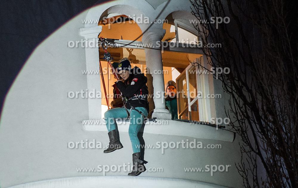 28.12.2013, Hauptplatz, Lienz, AUT, FIS Weltcup Ski Alpin, Lienz, Damen, Siegerehrung Riesentorlauf mit anschließender Auslosung der Startnummern fuer Slalom, im Bild Anna Fenninger // during the victory ceremony of the giant slalom and the bip draw for slalom, Lienz FIS Ski Alpine World Cup at Hautpplatz in Lienz, Austria on 2013/12/28, EXPA Pictures © 2013 PhotoCredit: EXPA/ Michael Gruber