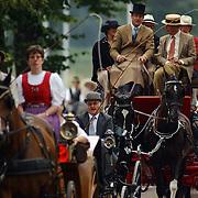 Paardenkoetsen bezig met de Vestingtocht 2004