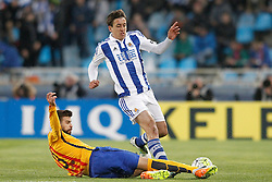 09.04.2016, Estadio de Anoeta, San Sebastian, ESP, Primera Division, Real Sociedad vs FC Barcelona, 32. Runde, im Bild Real Sociedad's Mikel Oiarzabal (r) and FC Barcelona's Gerard Pique // during the Spanish Primera Division 32th round match between Real Sociedad and FC Barcelona at the Estadio de Anoeta in San Sebastian, Spain on 2016/04/09. EXPA Pictures © 2016, PhotoCredit: EXPA/ Alterphotos/ Acero<br /> <br /> *****ATTENTION - OUT of ESP, SUI*****