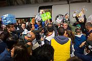 Frankfurt | Germany | 05.09.2015 : In der Nach vom 05. auf den 06. September kommen Fl&uuml;chtlinge mit Z&uuml;gen ins Rhein-Main-Gebiet oder haben hier einen Zwischenstopp auf dem Weg in andere Regionen. Mehrere Hundert Menschen aus verschiedenen Gruppierungen erwarten die Fl&uuml;chtlinge am Hauptbahnhof und dem Fernbahnhof de Flughafens.<br /> <br /> hier: Als eine gro&szlig;e Menge versucht, Hilfsg&uuml;ter zu Fl&uuml;chtlingen in einem nach Dortmund durchfahrenden Zug zu bringen, kommt es zu chaotischen Szenen. Zum Teil werden zuviele oder garnicht ben&ouml;tigte Dinge in den Zug gebracht.<br /> <br /> 20150905<br /> Sascha Rheker<br /> <br /> [Inhaltsveraendernde Manipulation des Fotos nur nach ausdruecklicher Genehmigung des Fotografen. Vereinbarungen ueber Abtretung von Persoenlichkeitsrechten/Model Release der abgebildeten Person/Personen liegt/liegen nicht vor.] [No Model Release | No Property Release]