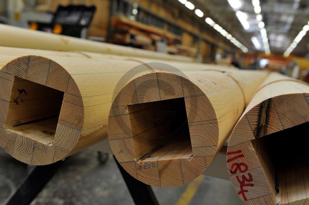 29/09/11 - BRIOUDE - HAUTE LOIRE - FRANCE - Entreprise AUBRILAM, fabricant de mobiliers urbains et de systemes d eclairages en bois - Phot Jerome CHABANNE