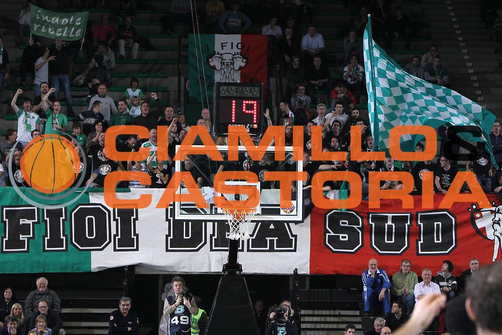 DESCRIZIONE : Treviso Lega A 2011-12 Benetton Treviso Banco di Sardegna Sassari<br /> GIOCATORE : Tifosi Treviso<br /> SQUADRA : Benetton Treviso Banco di Sardegna Sassari<br /> EVENTO : Campionato Lega A 2011-2012 <br /> GARA : Benetton Treviso Banco di Sardegna Sassari<br /> DATA : 17/12/2011<br /> CATEGORIA : Tifosi<br /> SPORT : Pallacanestro <br /> AUTORE : Agenzia Ciamillo-Castoria/G.Contessa<br /> Galleria : Lega Basket A 2011-2012 <br /> Fotonotizia : Treviso Lega A 2011-12 Benetton Treviso Banco di Sardegna Sassari<br /> Predfinita :
