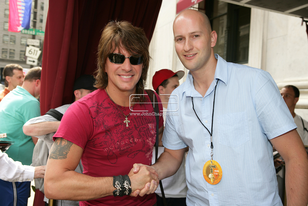 2nd July 2005, Philadelphia, PA. The USA Live 8 concert held in the city of Philadelphia. Pictured is Mirror reporter Ryan Parry with Bon Jovi guitarist Richie Sambora. PHOTO © JOHN CHAPPLE IN THE BIG APPLE. Tel (001) 212 397 7287.www.chapple.biz