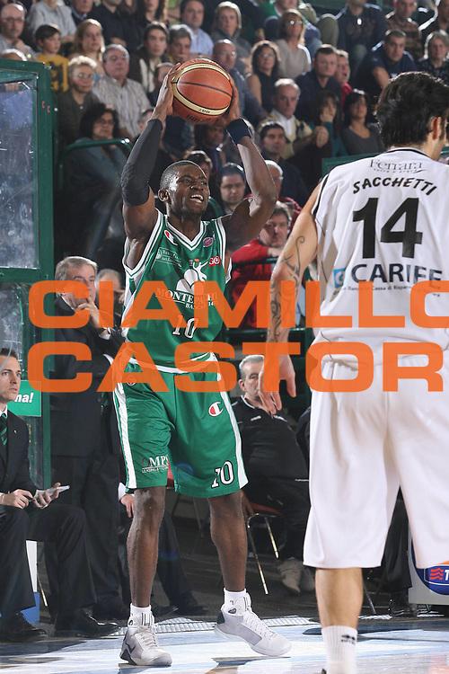 DESCRIZIONE : Ferrara Lega A1 2008-09 Carife Ferrara Montepaschi Siena<br /> GIOCATORE : Romain Sato<br /> SQUADRA : Montepaschi Siena<br /> EVENTO : Campionato Lega A1 2008-2009 <br /> GARA : Carife Ferrara Montepaschi Siena<br /> DATA : 15/02/2009 <br /> CATEGORIA : passaggio<br /> SPORT : Pallacanestro <br /> AUTORE : Agenzia Ciamillo-Castoria/M.Marchi