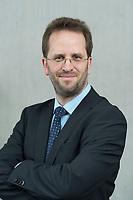 11 APR 2014, BERLIN/GERMANY:<br /> Klaus Mueller, Vorsitzender Verbraucherzentrale Bundesverband e.V., vzbv<br /> IMAGE: 20140411-01-047<br /> KEYWORDS: Klaus Müller