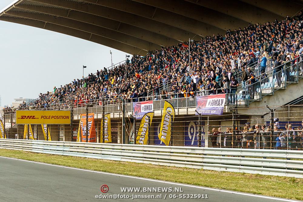 NLD/Zandvoort/20190518 - Jumbo Racedagen 2019, overkapte tribune op circuit Zandvoort