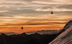 THEMENBILD - Gondeln der Wildspitzbahn bei Sonnenaufgang, aufgenommen am 12. September 2018 in Mittelberg am Pitzaler Gletscher, Österreich // Gondolas of the Wildspitzbahn at sunrise at the Pitztal Glacier, Mittelberg, Austria on 2018/09/12. EXPA Pictures © 2018, PhotoCredit: EXPA/ JFK