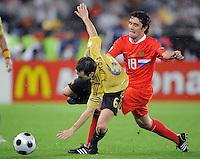 FUSSBALL EUROPAMEISTERSCHAFT 2008  Russland - Spanien    26.06.2008 Andres INIESTA (ESP, l) gegenYuri ZHIRKOV (RUS).