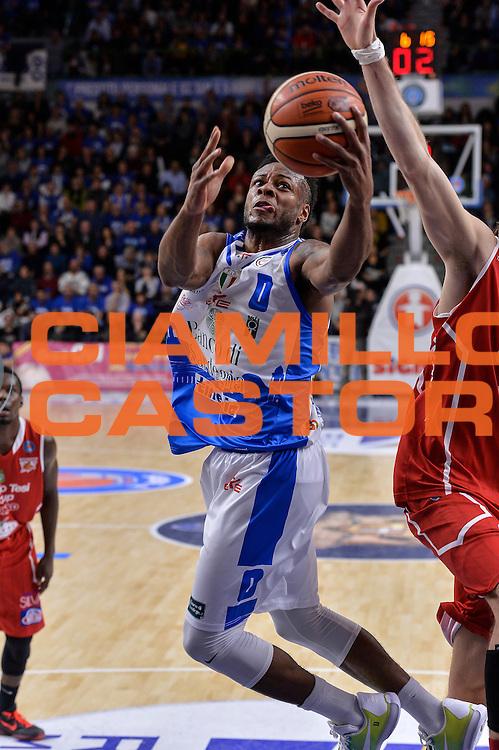 DESCRIZIONE : Sassari LegaBasket Serie A 2015-2016 Dinamo Banco di Sardegna Sassari - Giorgio Tesi Group Pistoia<br /> GIOCATORE : MarQuez Haynes<br /> CATEGORIA : Tiro Penetrazione Sottomano<br /> SQUADRA : Dinamo Banco di Sardegna Sassari<br /> EVENTO : LegaBasket Serie A 2015-2016<br /> GARA : Dinamo Banco di Sardegna Sassari - Giorgio Tesi Group Pistoia<br /> DATA : 27/12/2015<br /> SPORT : Pallacanestro<br /> AUTORE : Agenzia Ciamillo-Castoria/L.Canu