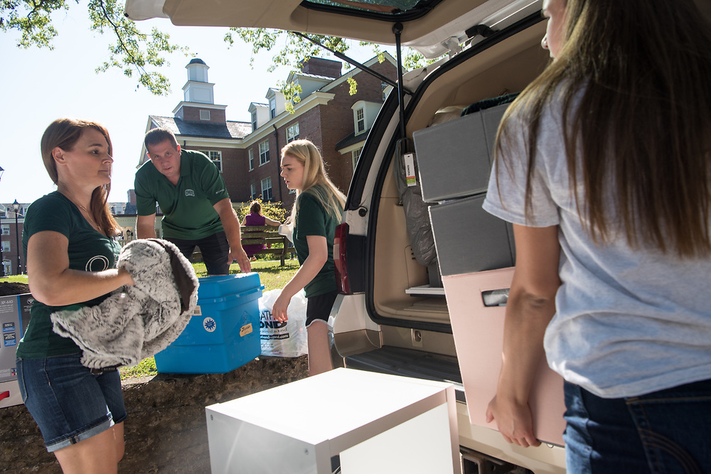 The Kismer family moves first year student, Emma, into her residence hall on East Green Thursday morning. Photo by Ben Siegel