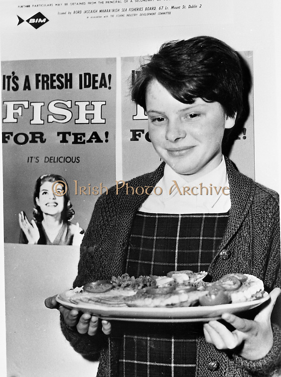 28/04/1965<br /> 04/28/1965<br /> 28 April 1965<br /> Copy of picture for Bord Iascaigh Mhara. Participants in National Fish Cookery Competition.