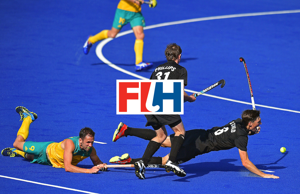 Australia's Captain Mark Knowles (L) and New Zealand's Hayden Phillips (C) and Captain Simon Child (R) vie during the men's field hockey Australia vs New Zealand match of the Rio 2016 Olympics Games at the Olympic Hockey Centre in Rio de Janeiro on August, 6 2016. / AFP / CARL DE SOUZA        (Photo credit should read CARL DE SOUZA/AFP/Getty Images)