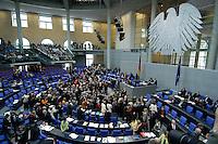 12 MAY 2005, BERLIN/GERMANY:<br /> Uebersicht Plenarsaal waehrend der namentlichen Abstimmung nach der Bundestagsdebatte zur Europaeischen Verfassung, Plenum, Deutscher Bundestag<br /> IMAGE: 20050512-01-079<br /> KEYWORDS: Übersicht, Plenarsaal, Bundesadler
