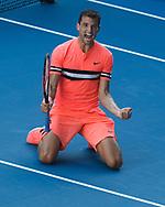GRIGOR DIMITROV (BUL) geht auf die Knie und jubelt nach seinem Sieg,Jubel,Freude,Emotion, von oben<br /> <br /> Tennis - Australian Open 2018 - Grand Slam / ATP / WTA -  Melbourne  Park - Melbourne - Victoria - Australia  - 19 January 2018.