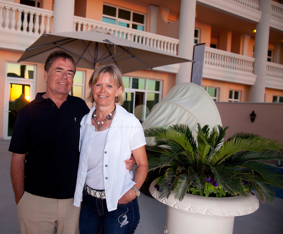 Model release available | German investor Dr. Lothar Hardt with wife Gunilla: ASIA, UNITED ARAB EMIRATES, EMIRATE DUBAI, DUBAI, 08.02.2010. Dr. Hardt has made very mixed experiences with real estate investments in Dubai: while his 4 apartments at the luxury Kempinski Palm Jumeirah Residences complex - pictured here - were delivered in timely fashion, he is suing Damac Properties for alleged breach of contract in what could be the largest lawsuit taken by an individual against a Dubai developer.