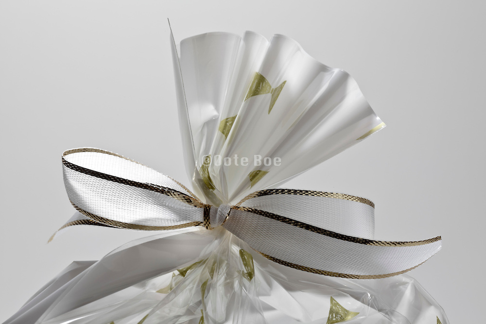 gift wrapping knotted with a white bow