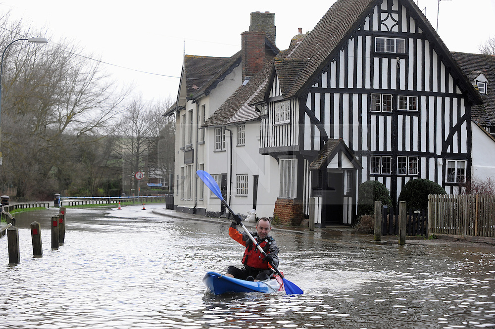 &copy; Licensed to London News Pictures. 24/12/2013<br />