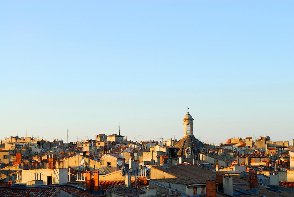 France, Languedoc Roussillon, Hérault, Montpellier, vue sur la vieille ville et la chambre de commerce