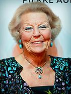 Beatrix op afscheidsfeest operadirecteur Pierre Audi