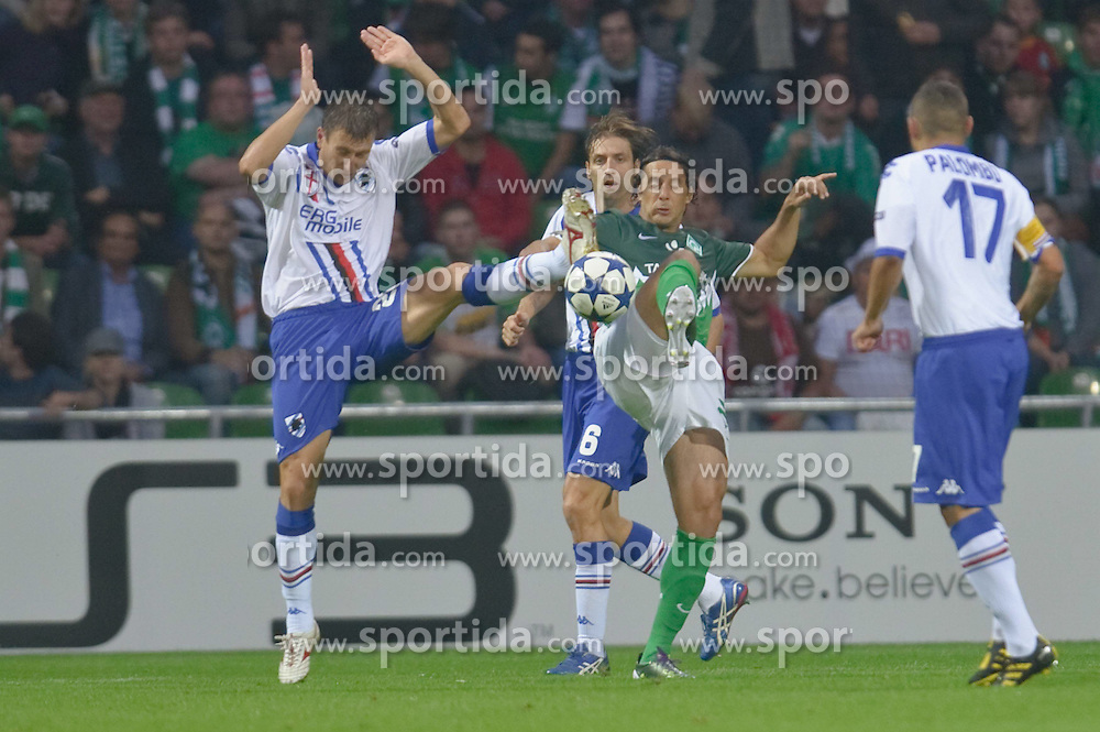 18.08.2010, Weserstadion, Bremen, GER, CL Qualifikation, Werder Bremen vs Sampdoria Genua, im Bild Jonathan Rossini (Genua #24) Claudio Pizarro ( Werder #24 ) Angelo Palombo (Genua #17) Stefano Guberti (Genua #8)  EXPA Pictures © 2010, PhotoCredit: EXPA/ nph/  Kokenge+++++ ATTENTION - OUT OF GER +++++ / SPORTIDA PHOTO AGENCY