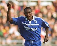 Fotball: 0:2 Torjubel von Victor AGALI<br />FC St. Pauli - Schalke 04  0:2
