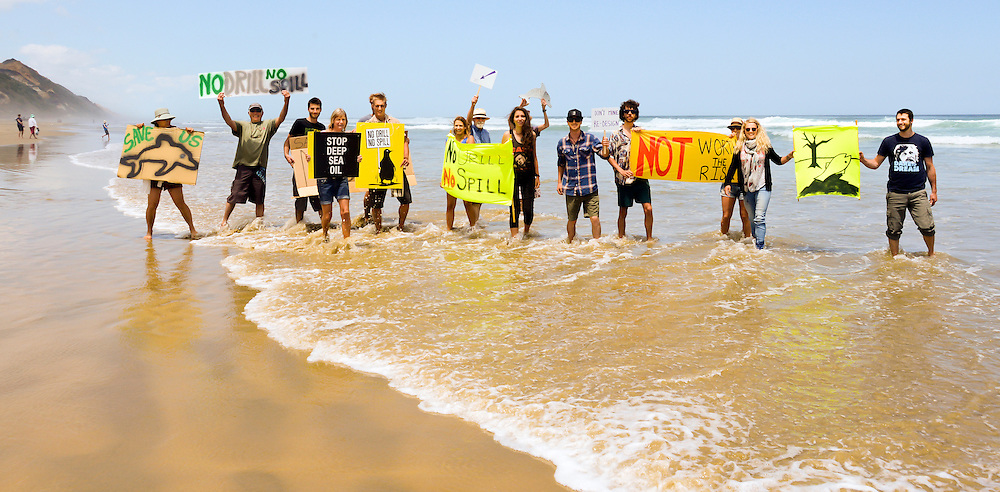 Oil Free Seas protesters at Baylys Beach,  taking part in the West Coast Banner Day,  Dargaville, New Zealand, Saturday,November 23, 2013. Credit:SNPA / Malcolm Pullman