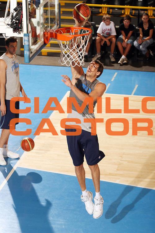DESCRIZIONE : Bormio Ritiro Nazionale Italiana Maschile Preparazione Eurobasket 2007 Allenamento <br /> GIOCATORE : Denis Marconato<br /> SQUADRA : Nazionale Italia Uomini <br /> EVENTO : Bormio Ritiro Nazionale Italiana Uomini Preparazione Eurobasket 2007 <br /> GARA : <br /> DATA : 29/07/2007 <br /> CATEGORIA : Tiro<br /> SPORT : Pallacanestro <br /> AUTORE : Agenzia Ciamillo-Castoria/G.Cottini<br /> Galleria : Fip Nazionali 2007 <br /> Fotonotizia : Bormio Ritiro Nazionale Italiana Maschile Preparazione Eurobasket 2007 Allenamento <br /> Predefinita :