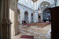 Lecce - Chiesa del Gesù o del Buon Consiglio. La chiesa del Gesù o della Madonna del Buon Consiglio è una chiesa del centro storico di Lecce. È stata per secoli sede della Compagnia di Gesù. La chiesa fu costruita a partire dal 1575 per accogliere i Gesuiti che giunsero in città l'anno precedente al seguito di Bernardino Realino da Carpi, morto a Lecce nel 1616 e successivamente canonizzato. La costruzione della chiesa del Gesù comportò la demolizione dell'antica chiesetta di San Niccolò dei Greci di rito greco-ortodosso. L'edificazione della struttura venne eseguita utilizzando i disegni del gesuita comasco Giovanni De Rosis. Fu aperta al culto già nel 1577 ma i lavori si protrassero ancora per qualche decennio.