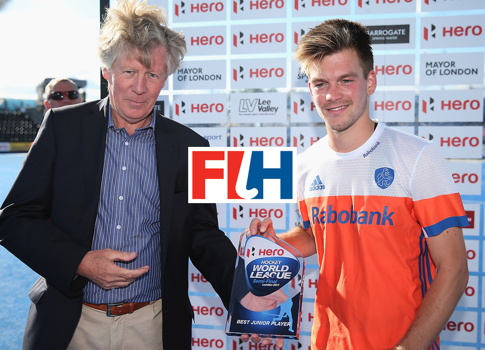 LONDON, ENGLAND - JUNE 25:  Thierry Brinkman of the Netherlands is presented with his Best Junior Player award after the final match between Argentina and the Netherlands on day nine of the Hero Hockey World League Semi-Final at Lee Valley Hockey and Tennis Centre on June 25, 2017 in London, England.  (Photo by Alex Morton/Getty Images)