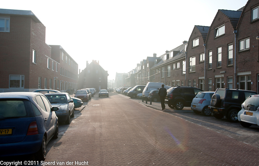 Oudbouw en nieuwbouw aan de Zeezwalusstraat in Duindorp, Den Haag, Zuid Holland - Street in The Hague, Netherlands