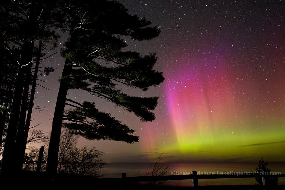 photo of northern lights aurora borealis over Lake Superior in Marquette Michigan