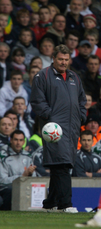 CARDIFF, WALES - Saturday, November 17, 2007: Wales' manager John Toshack during the UEFA Euro 2008 Qualifying Group D match against the Republic of Ireland at the Millennium Stadium. (Pic by David Rawcliffe/Propaganda)